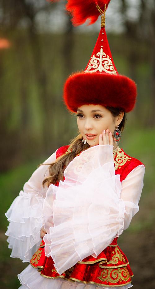 中亞傳統服裝
