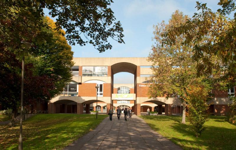 色賽斯大學